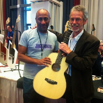 Mike Cahen with luthier Andy Manson at the Holy Grail Guitar Show, Berlin
